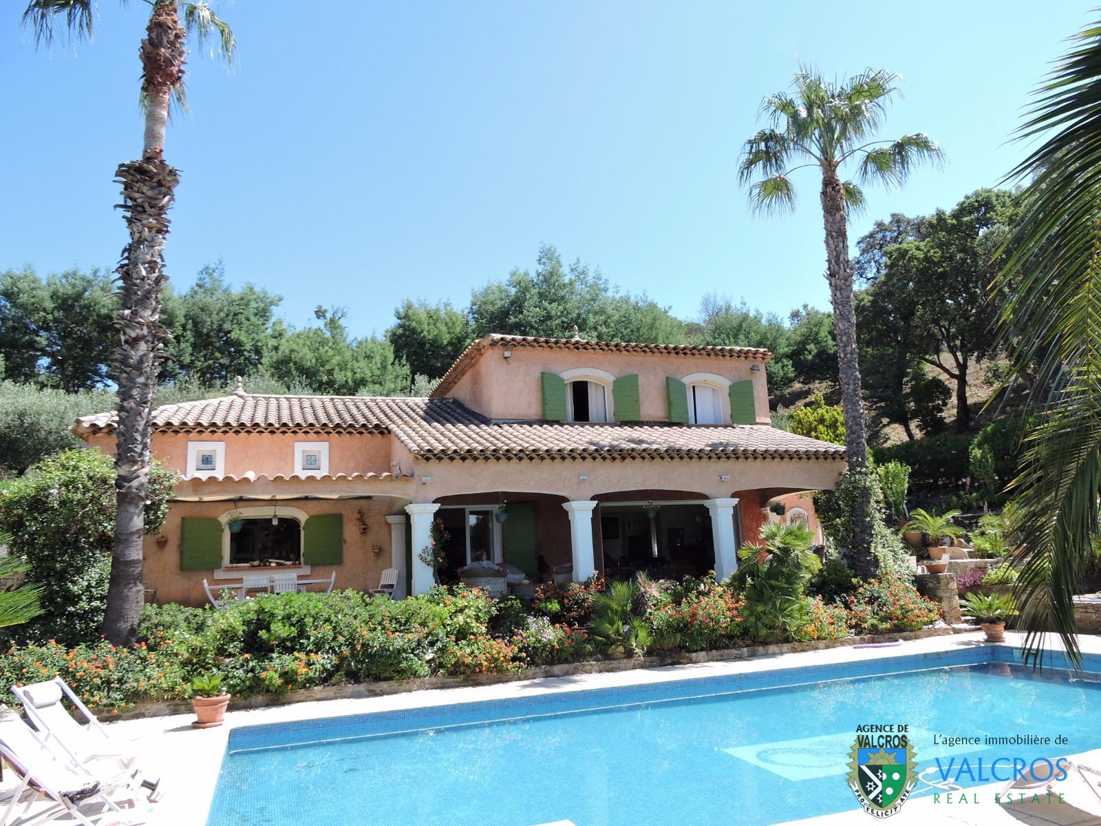 Vente maisons la londe les maures valcros achat villas for Achat et vente maison
