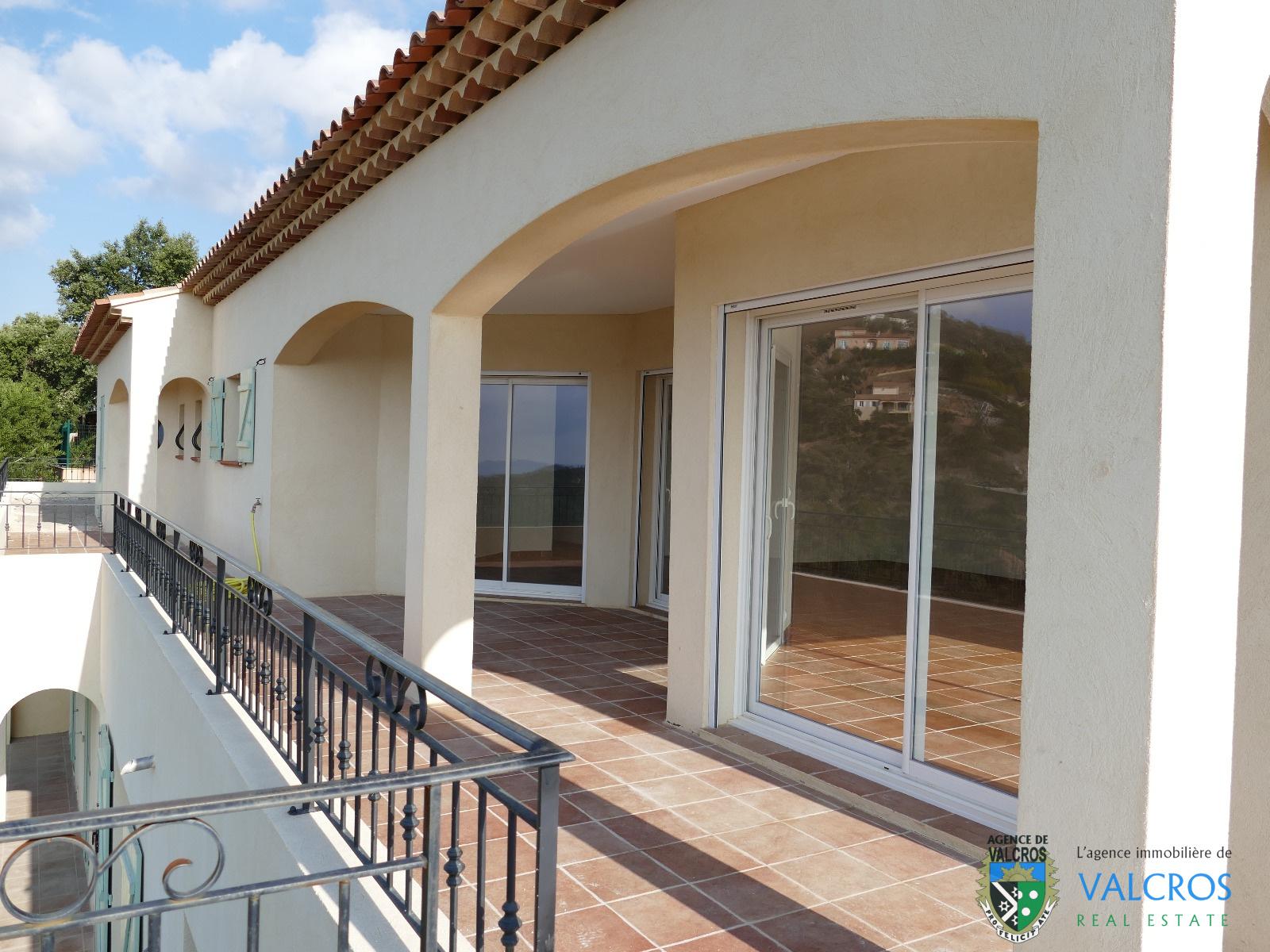 vente vente villa neuve t6 vue mer avec piscine et garage domaine de valcros la londe les. Black Bedroom Furniture Sets. Home Design Ideas