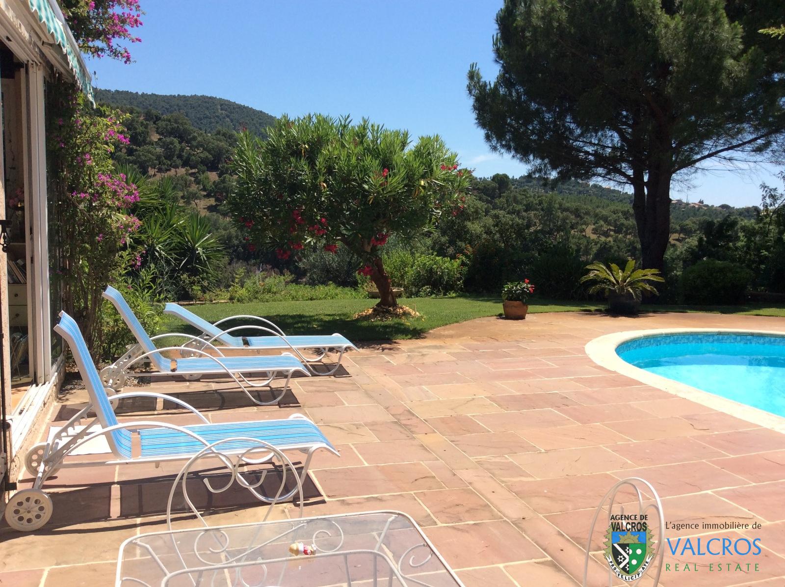 Vente vente villa t5 avec piscine golf de valcros la londe for Vente accessoire piscine